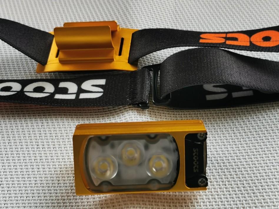 On voit les divers éléments de la frontale Kiska 2 de Stoots : bandeau, fixation, boîtier en aluminium.
