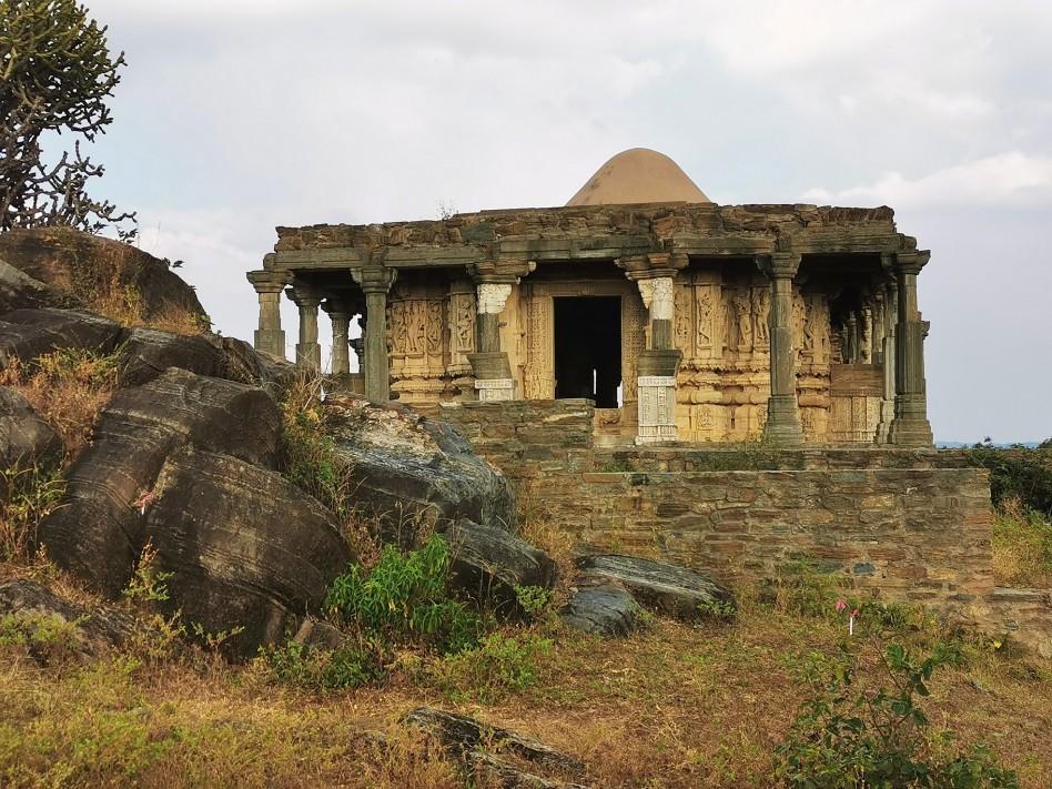Un temple le long de la muraille de Kumbhalghar
