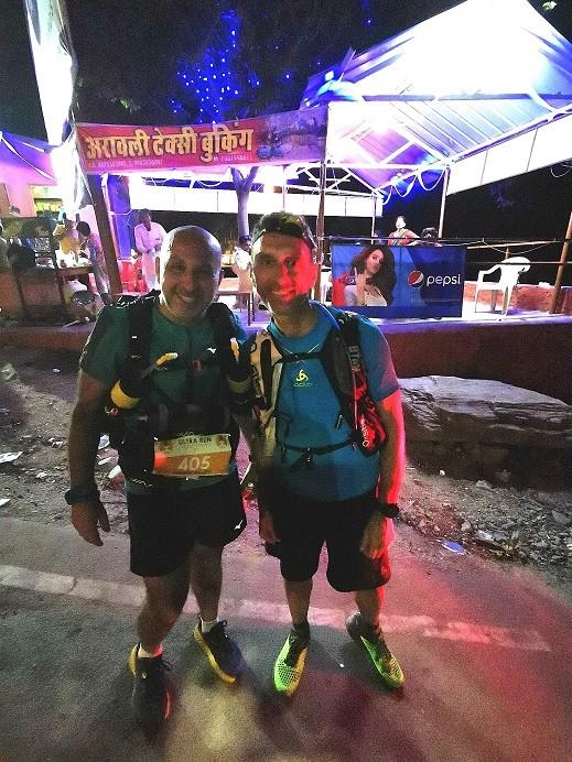 Thierry et Jean-Pierre à la sortie de la ville, après le CP2. La nuit commence à tomber.
