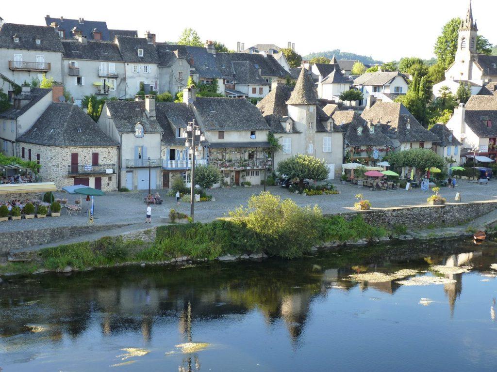 Ville d'Argentat au bord de la Dordogne
